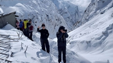 >Rescuers resume search for 4 Korean climbers, 3 Nepal guides