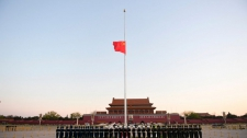 >China honors virus victims with 3 minutes of reflection