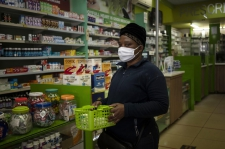 >South Africa's poor scramble for anti-HIV drugs amid virus